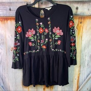 EUC Adiva Stretchy Cottony Floral Embroidered 3/4 Sleeve Top Black Red Small